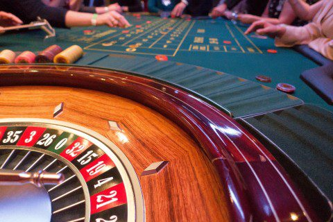 game-bank-use-jeton-place-roulette-roulette-wheel-1 (1)